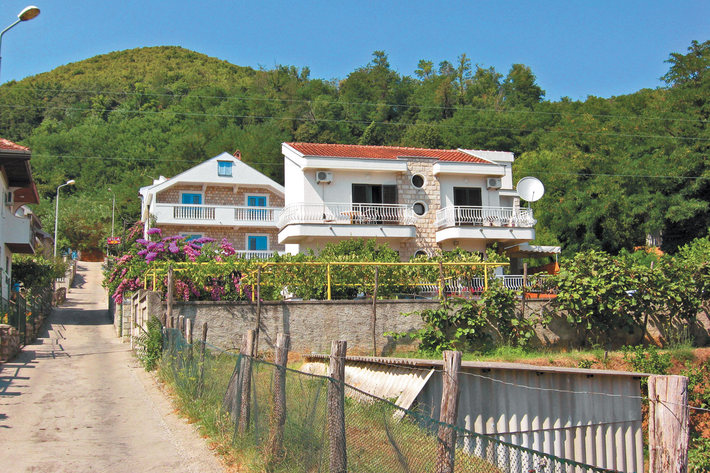 Купить домик в швейцарии недорого в деревне сицилия аренда виллы