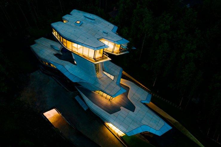 Легендарный архитектор Заха Хадид построила первый коттедж в Москве