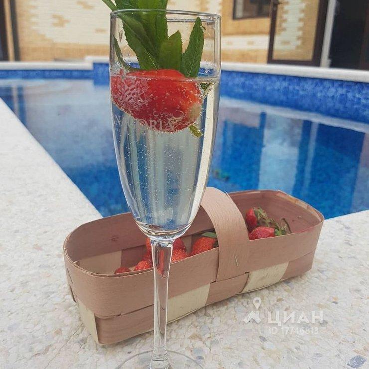 Коттедж с бассейном в аренду