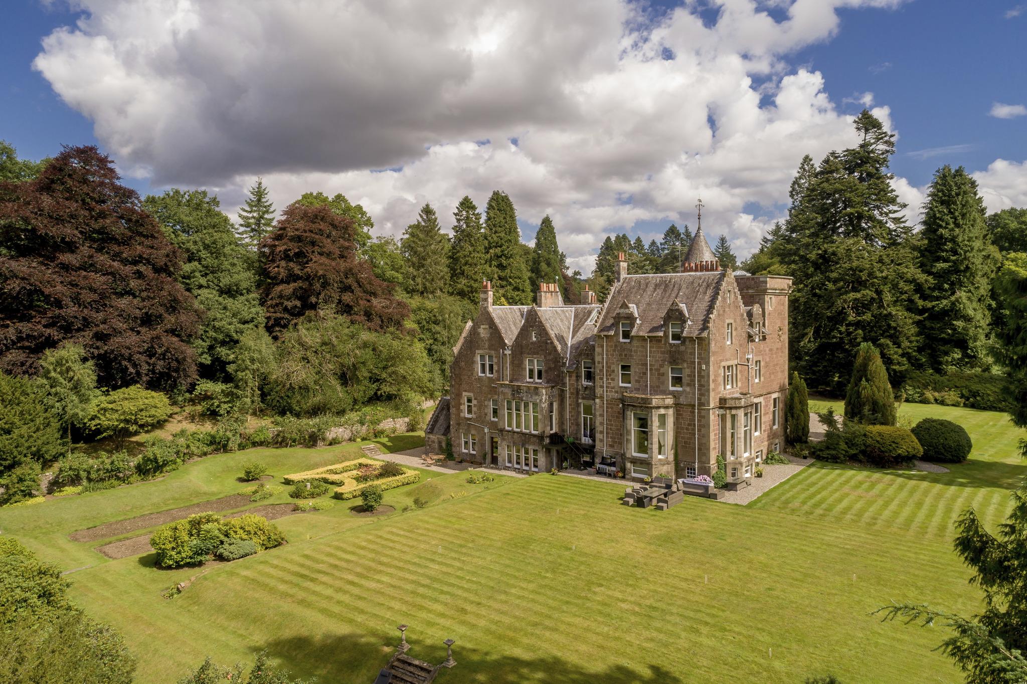 На продажу выставлен особняк шотландских баронов