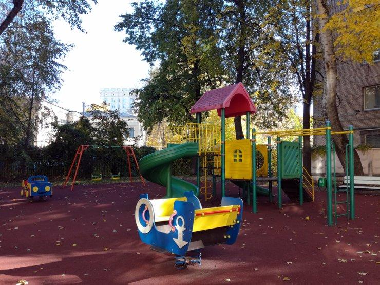 В Кузбассе власти благоустроили двор лишь на несколько часов
