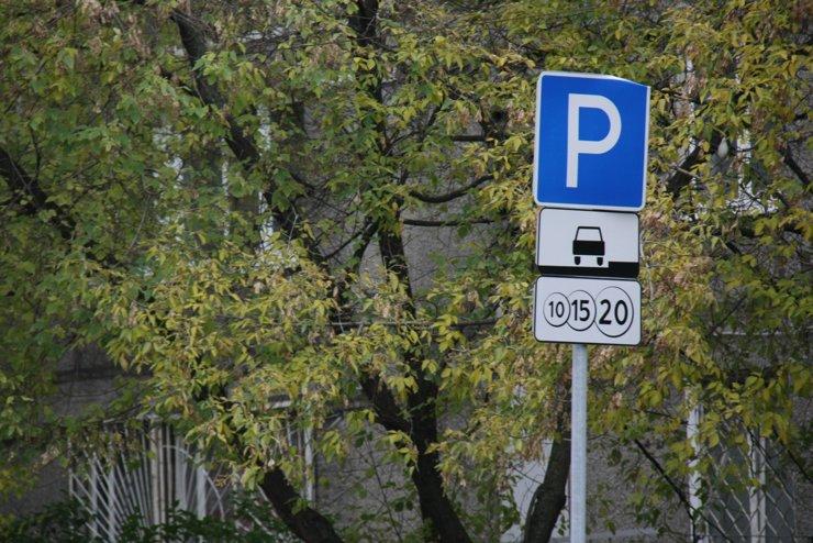 В Москве началась смена табличек с парковочными тарифами