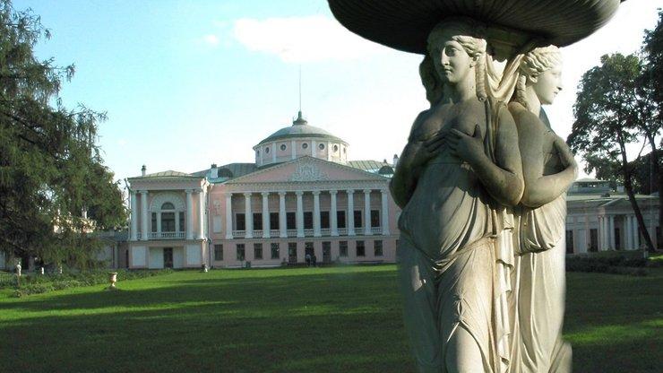 Скульптуры Дианы Охотницы и Нимфы с фасада усадьбы Останкино отреставрируют