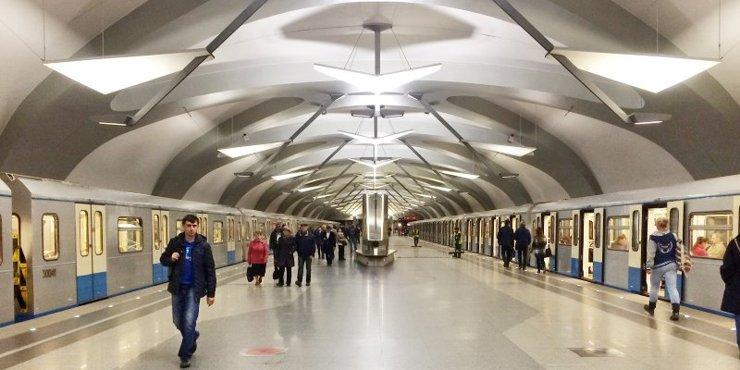 Названы самые популярные у москвичей станции метро