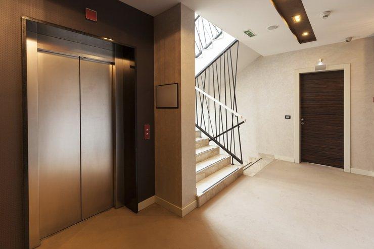 Минпромторг поддержал предложение о замене старых лифтов