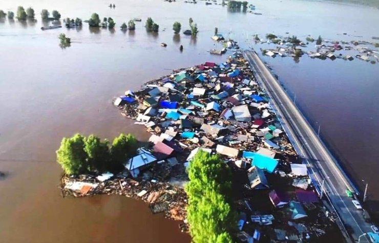 Мэр, в первую очередь спасавший от паводка свой дом, ушел в отставку