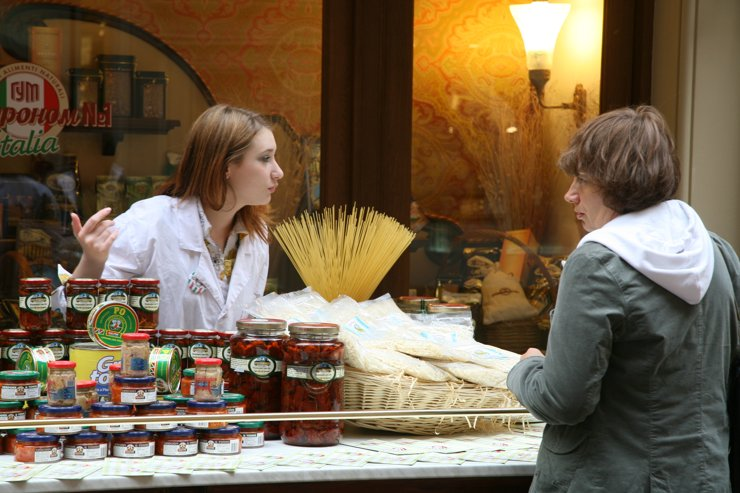 На Кутузовском проспекте на смену бутикам приходят продуктовые магазины