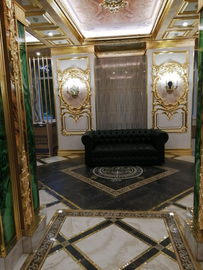 Бизнесмен из Екатеринбурга сделал в школе ремонт в дворцовом стиле