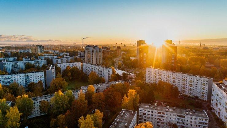 Что лучше вносить при покупке квартиры: аванс или задаток?