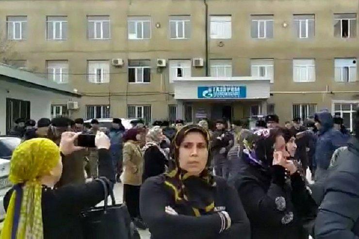 В Дагестане из-за плохого отопления женщины штурмовали офис «Газпрома»