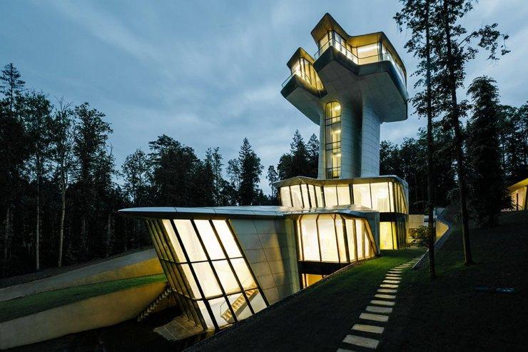 Доронин продает дом, построенный для Наоми Кэмпбелл по проекту Захи Хадид