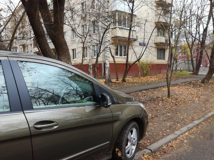 В кварталах реновации обещают увеличить количество бесплатных парковок