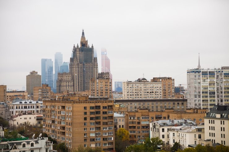 Массовое жилье за сто лет: дома — всё выше, квартиры — меньше