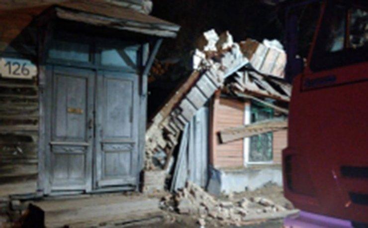 В Самаре рухнула стена ветхого жилого дома