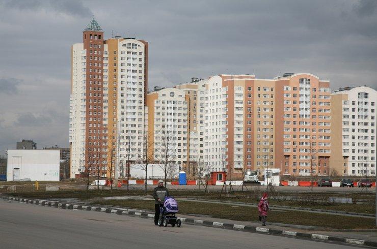 Россияне хотят видеть на первых этажах домов продуктовые магазины и аптеки