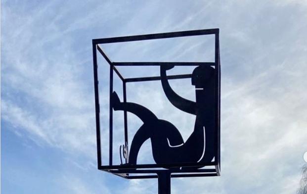 По просьбам петербуржцев памятник самоизоляции перенесли на улицу Верности