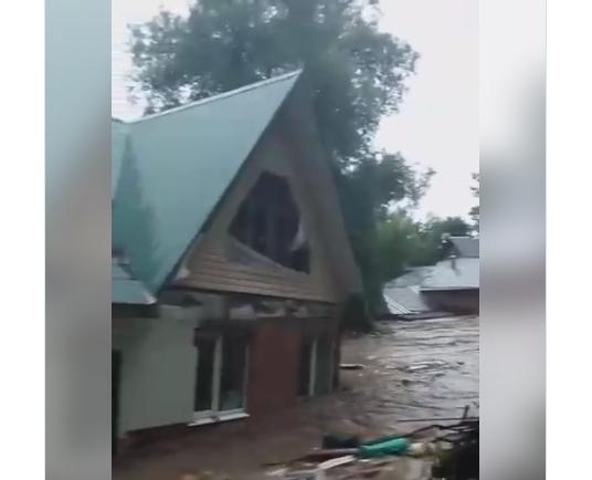 В Рузе из-за прорыва дамбы смыло водой два дома