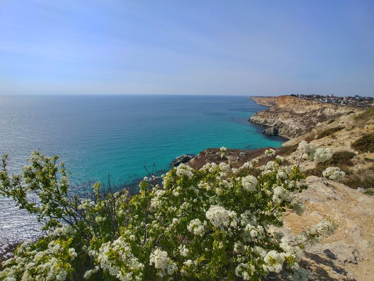 «Лучше жить в глухой провинции у моря»: больше половины россиян мечтают переехать на юг