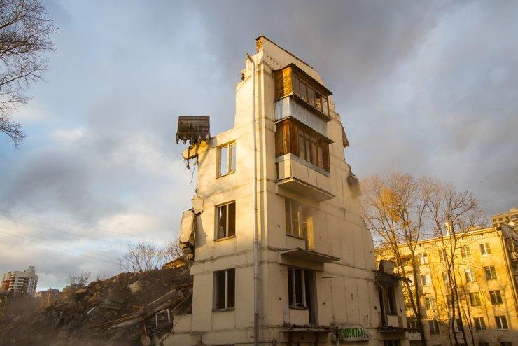 В Петербурге сносят первый дом по программе реновации