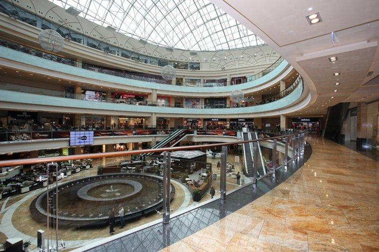 Почти треть торговых центров остаются закрытыми из-за пандемии