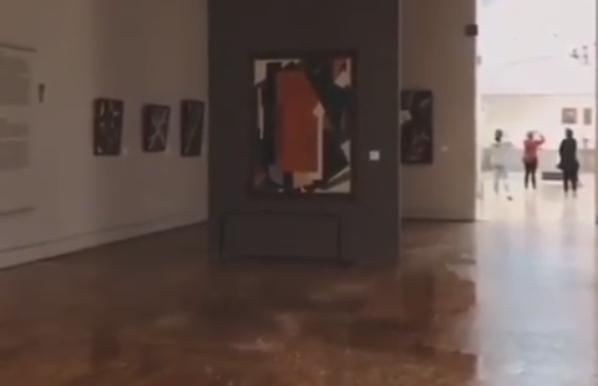 В Москве затопило Третьяковскую галерею. Экспонаты эвакуировали