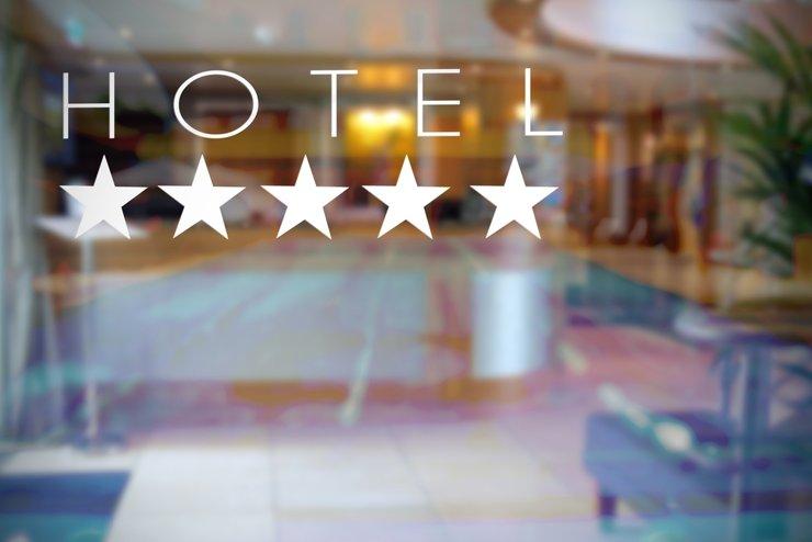 В августе на пятизвездочные отели пришлось только 4% бронирований