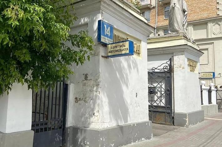 Парадные ворота Александринского дворца отреставрируют