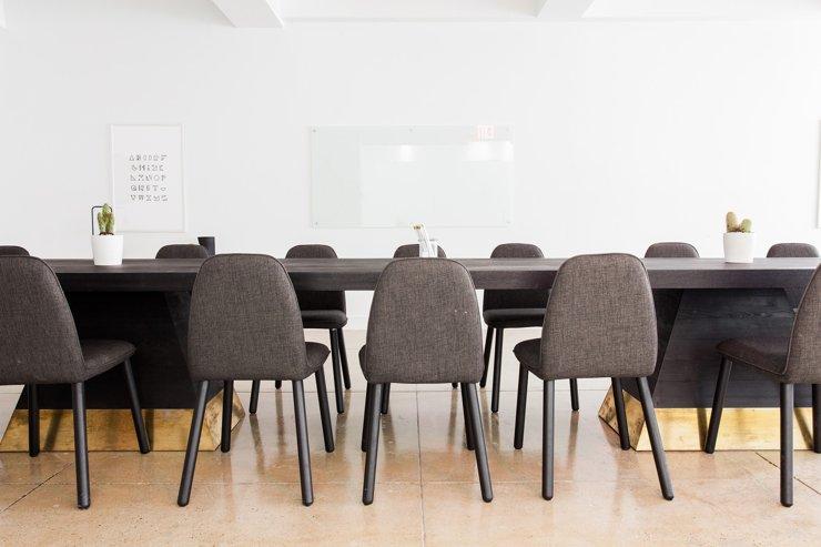 Компания Regus готова аннулировать гарантии аренды в 500 бизнес-центрах Британии