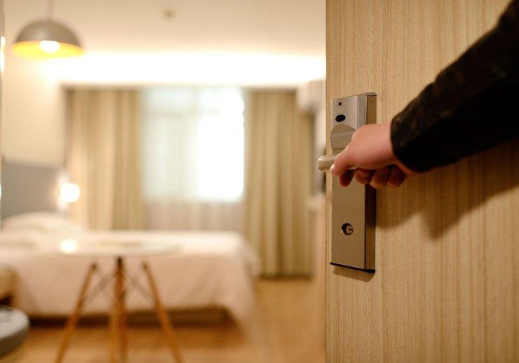 Демпинг и отвага: стратегии выживания петербургских отельеров