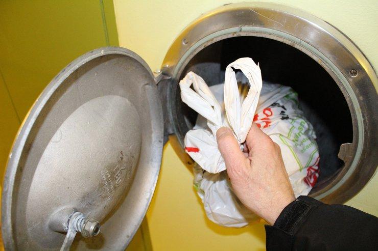 Застройщики не обязаны оборудовать мусоропроводами дома выше пяти этажей