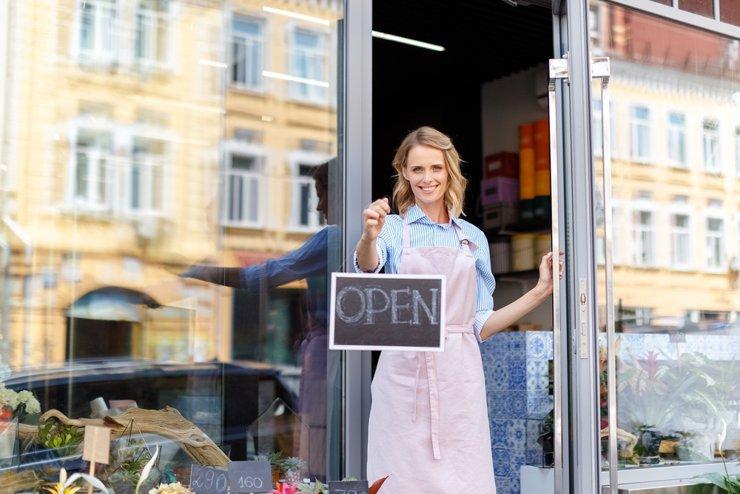 Кафе и магазины не будут закрывать из-за COVID-19