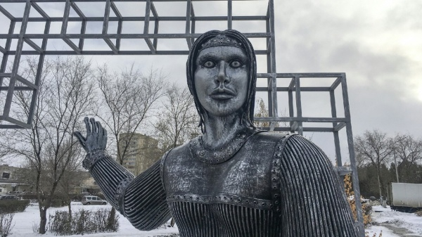 Памятник Алёнке выставили на торги