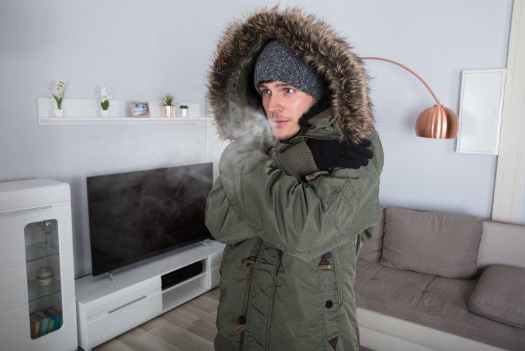 Жители Химок три дня замерзали без тепла и горячей воды