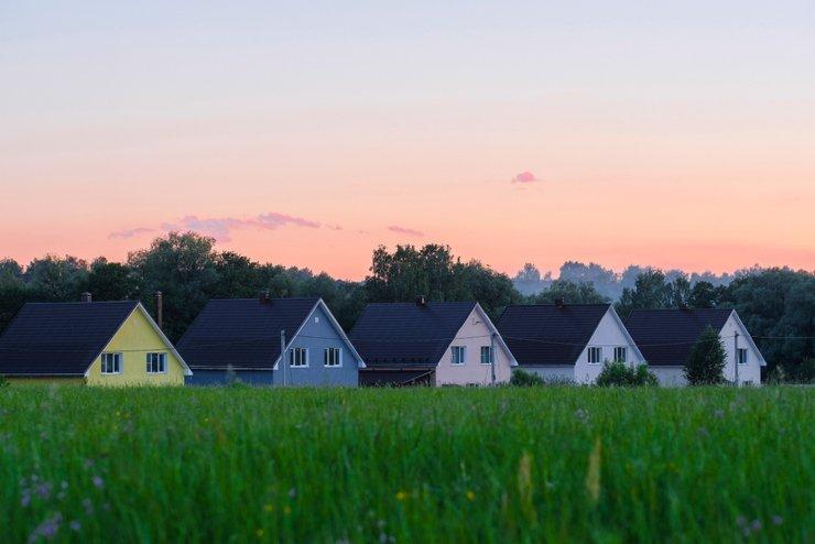 Инструкция: как купить загородный дом