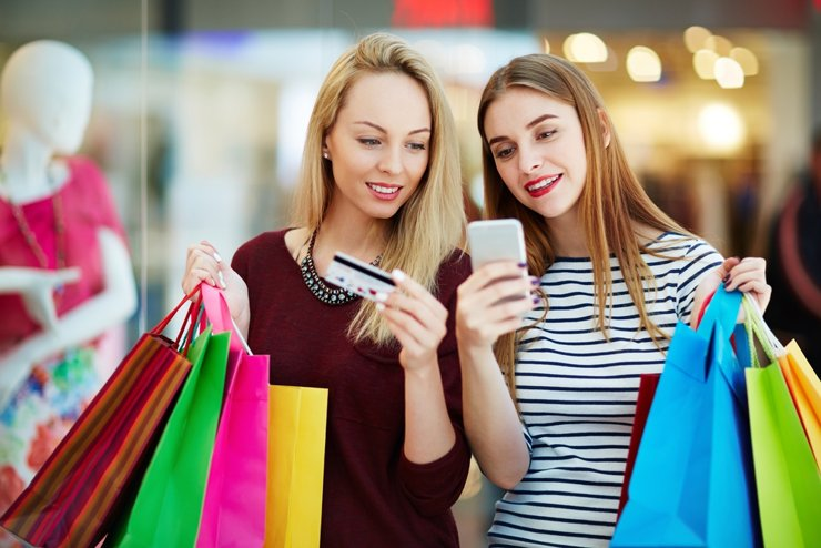 В предпраздничные дни покупатели вернулись в торговые центры