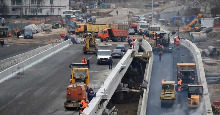 Жители Печатников требуют расселить дом, в ста метрах от которого строят магистраль