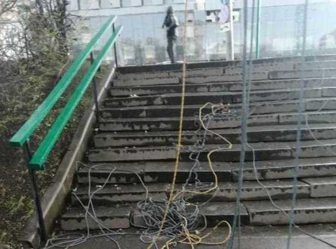 На москвичку обрушились провода ЛЭП