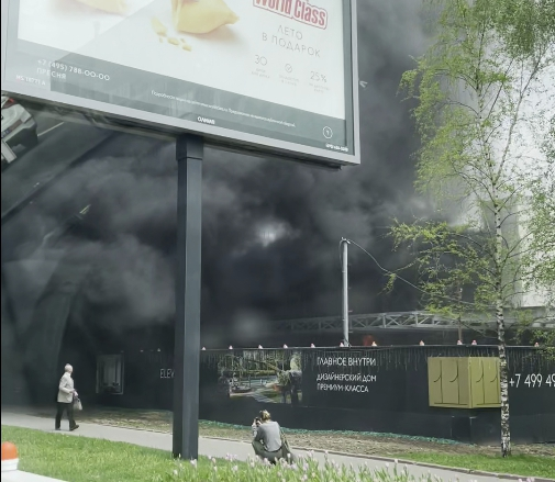 В строящемся ЖК Eleven из-за строительного мусора вспыхнул пожар
