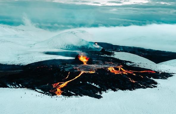 В Исландии продают землю у подножия действующего вулкана