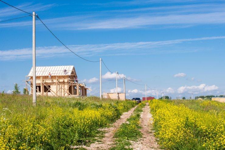 Арфы нет — возьмите бубен: из-за дефицита готовых домов растет спрос на землю