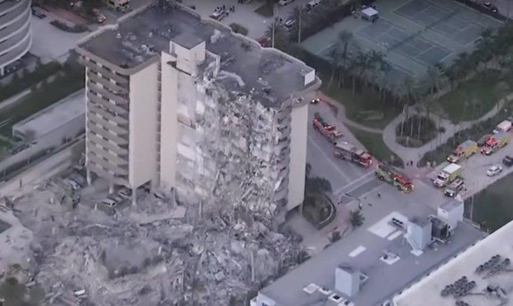 В США обрушился 12-этажный жилой дом