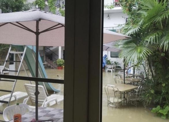 В Сочи из-за ливней критически поднялся уровень воды