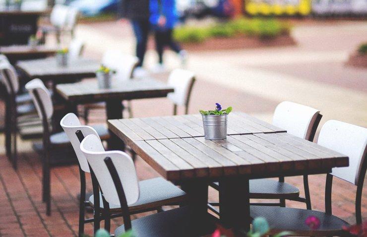 Летние веранды ресторанов до августа смогут работать без QR-кодов