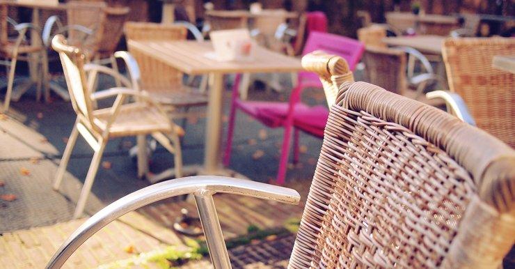 Работа летних веранд без QR-кодов до 1 августа даст отрасли шанс