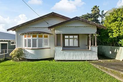 В Новой Зеландии дом без санузла, непригодный для проживания, продали за $2 млн