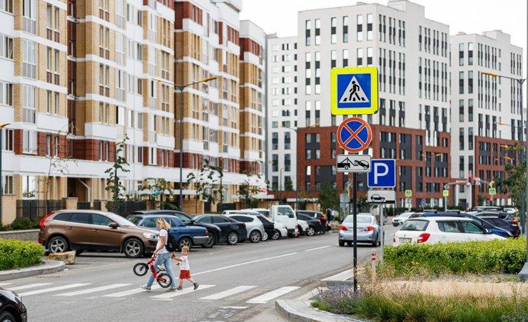Мэр Екатеринбурга поддержал идею создания платных парковок у новостроек