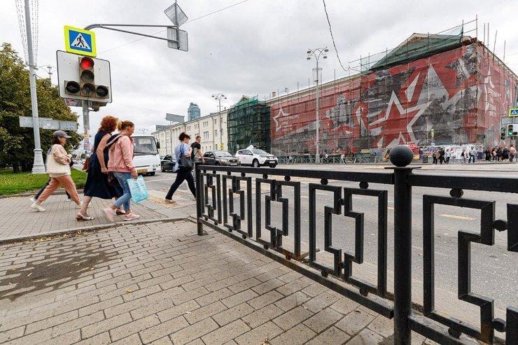 Мэрия Екатеринбурге огласила список улиц, с которых исчезнут лишние ограждения