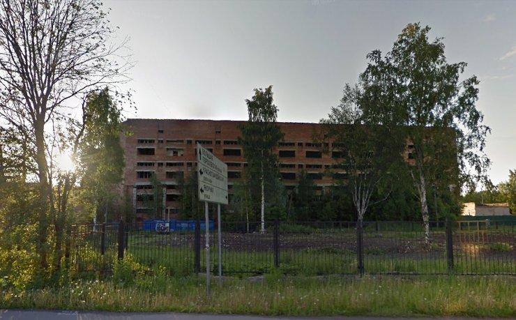 В Санкт-Петербурге застройщик через суд выкупил землю под типографией-недостроем