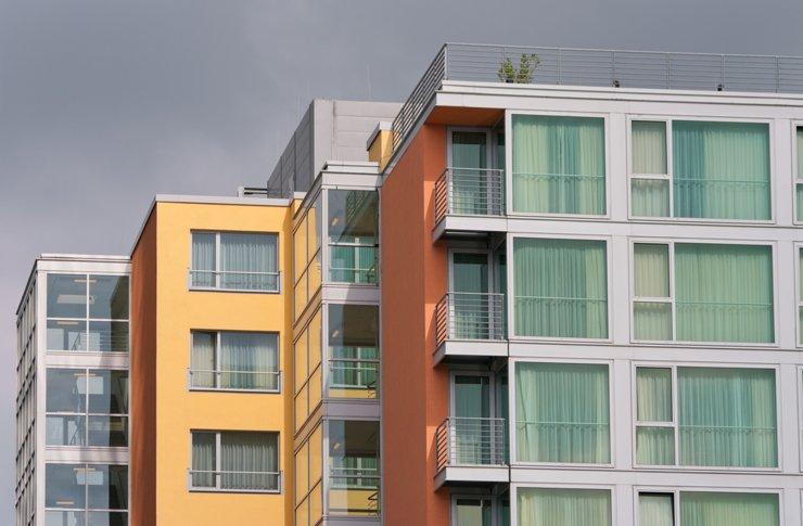 Реальный прирост жилого строительства зафиксирован только на юге