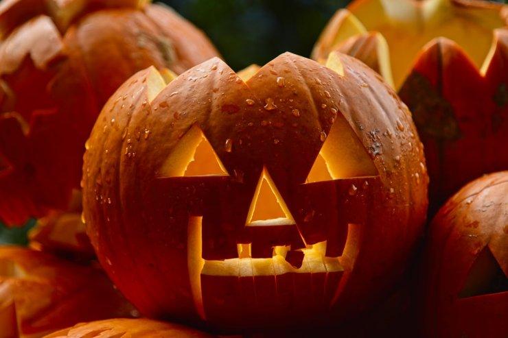 Хэллоуин: где страшно весело отпраздновать День Всех Святых